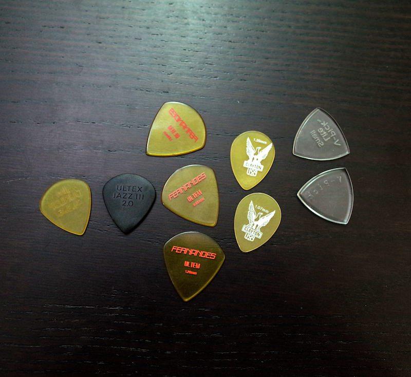 Ultem guitar pick 8
