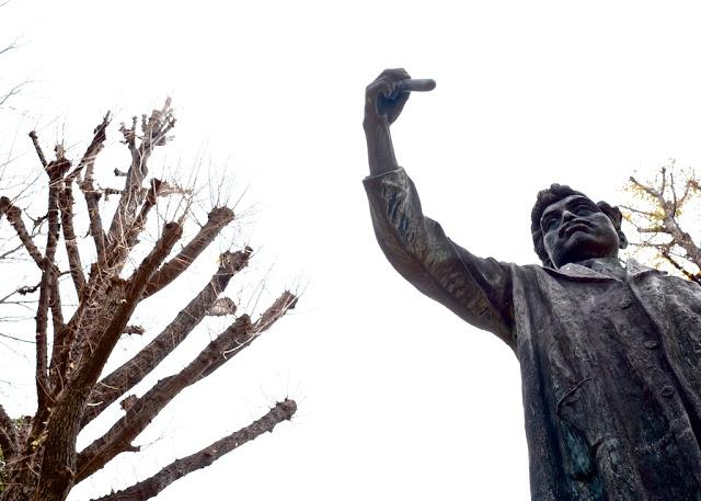 上野にある野口英世の像